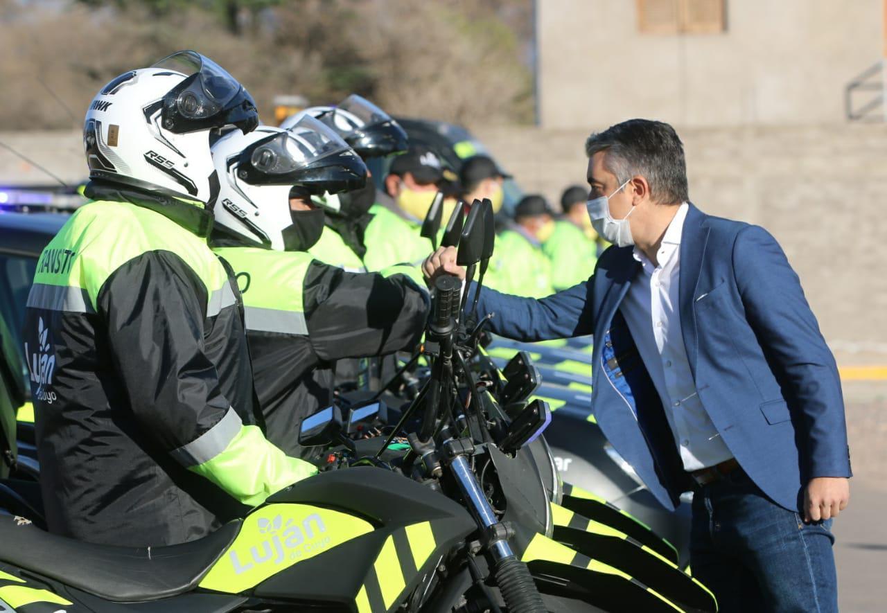 Bragagnolo junto al personal municipal de tránsito